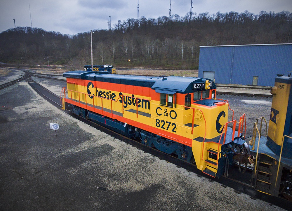 GE Dash 7 Chessie Cat locomotive on the way to  Lake Shore Railway Museum